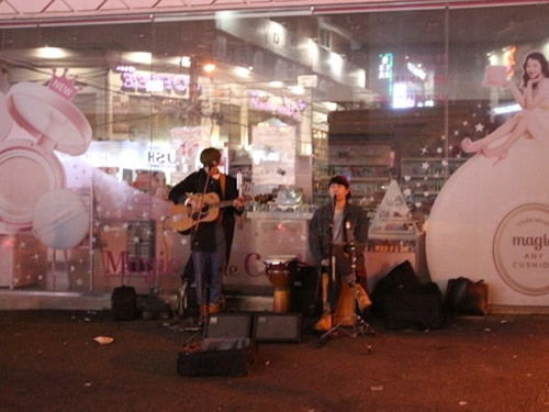 You can easily find street concerts in Hongdae