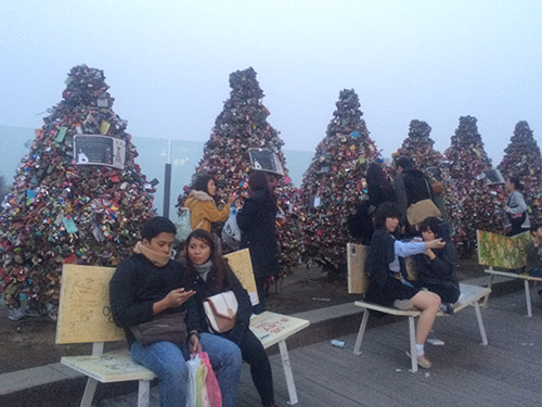 The V-shaped benches in front of thousands of love locks