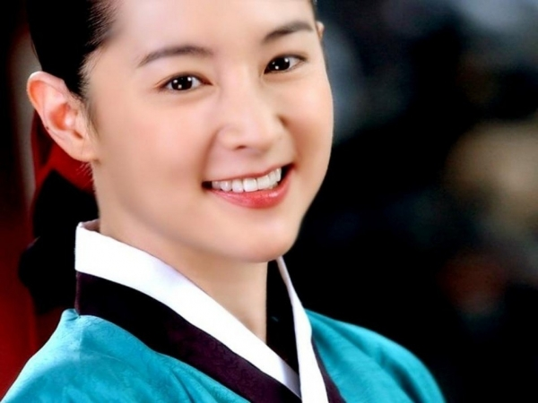 1 Lee Young Ae in Dae Jang Geum movie poster