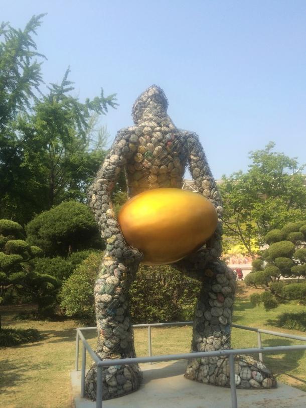 4 weird staue lifting golden egg