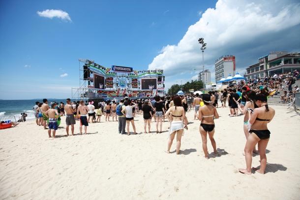 Mud festival beach