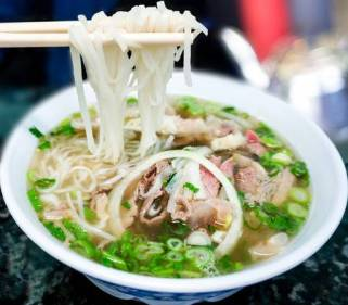 https://www.123rf.com/photo_26552209_bowl-of-vietnamese-pho-noodle-soup-with-rare-beef-tendon-tripe-and-brisket-served-with-onions-scalli.html